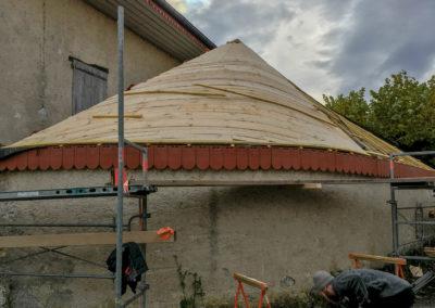 BEAULIEU TOITURE Charpente - Couverture - Zinguerie-en-Savoie - Chantier - Rénovation toiture arrondie en tuiles écaille - Saint-léger 73 -0477
