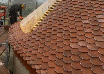 BEAULIEU TOITURE Charpente - Couverture - Zinguerie-en-Savoie - Chantier - Rénovation toiture arrondie en tuiles écaille - Saint-léger 73 -8227