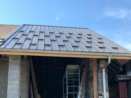 Renovation de charpente et couverture en bac acier – Planaise – 73