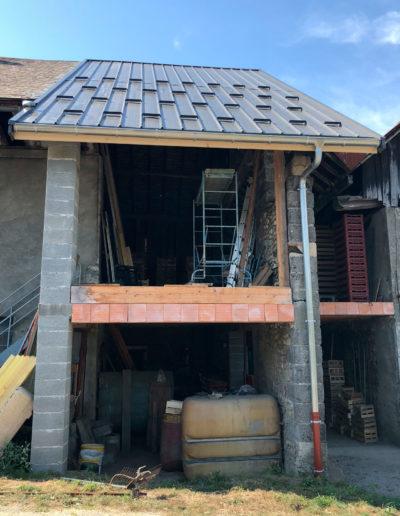 Renovation-de-charpente-et-couverture-en-bac-acier-gris-anthracite---Planaise-73---2