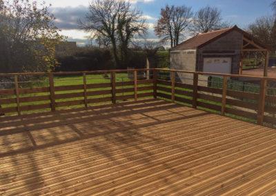 Création et pose de terrasse bois en pin – Saône-et-Loire – 71