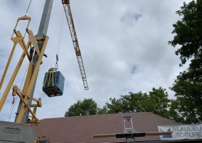 Grue de couvreur pour construction toiture et montage maison passive à aix les bains