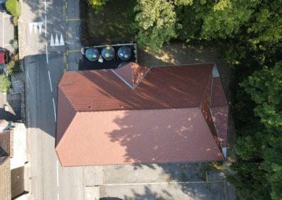 Réfection de toiture et zinguerie. surface 260 m2 en tuiles mécanique écaille durée de chantier 1 mois et demi