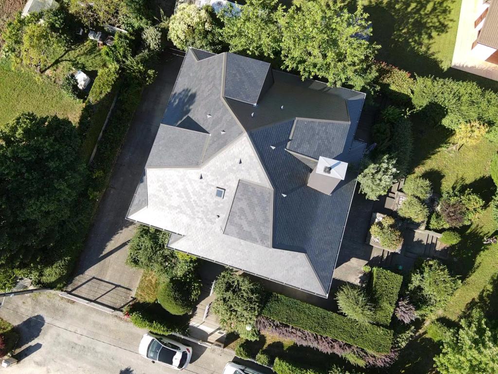 Construction toit en Ardoise pour maison d'architecte design à Chambery en Savoie