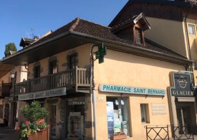 Remplacement de la couverture en tuile écaille de la pharmacie de Menthon Saint Bernard en Haute Savoie